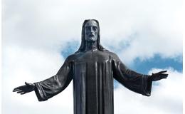 Durante la Guerra Cristera, el gobierno de Plutarco Elías Calles dinamitó el primer Cristo Rey del Cerro del Cubilete