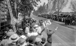 Las carreras de automóviles en los años revolucionarios