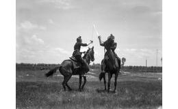 La esgrima a caballo, de estrategia de guerra a deporte de caballeros