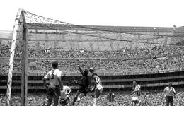 ¿Quién fue el primer mexicano que anotó gol en el Estadio Azteca?