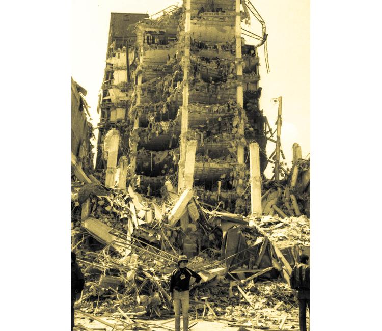 El sismo que cambió a un país y la ciudad que se tragó a un terremoto
