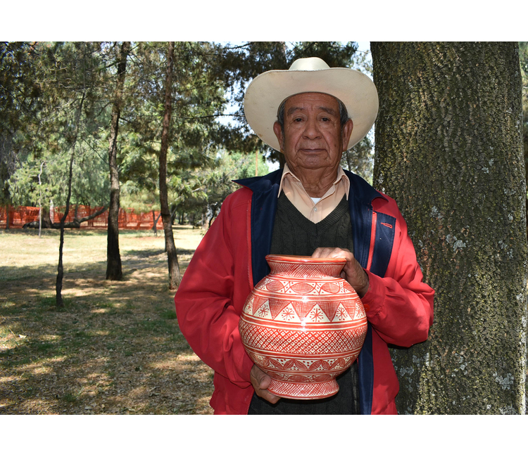 Otón Montoya León, maestro artesano de envidriado libre de plomo