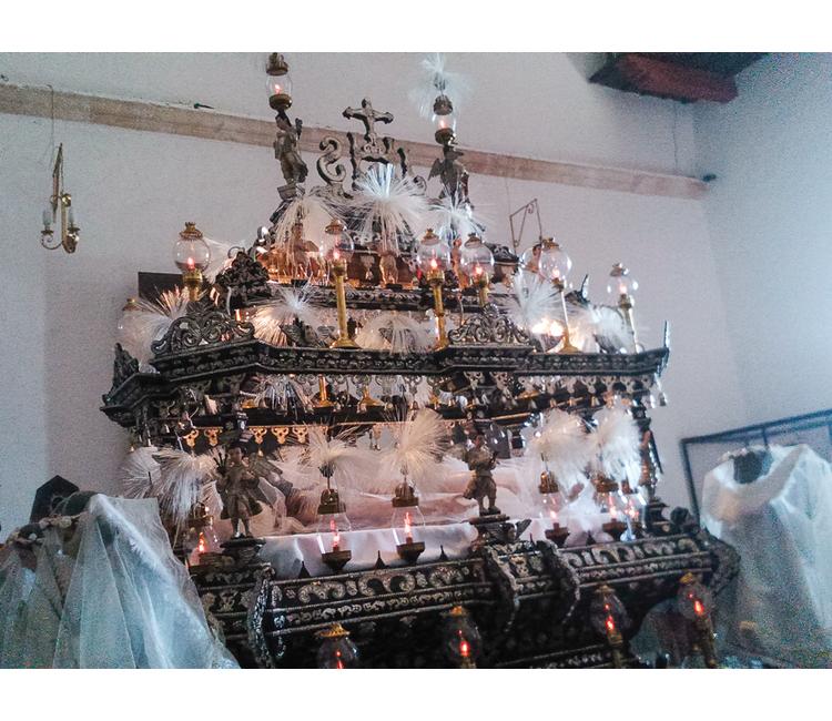 La impresionante procesión del Santo Sepulcro