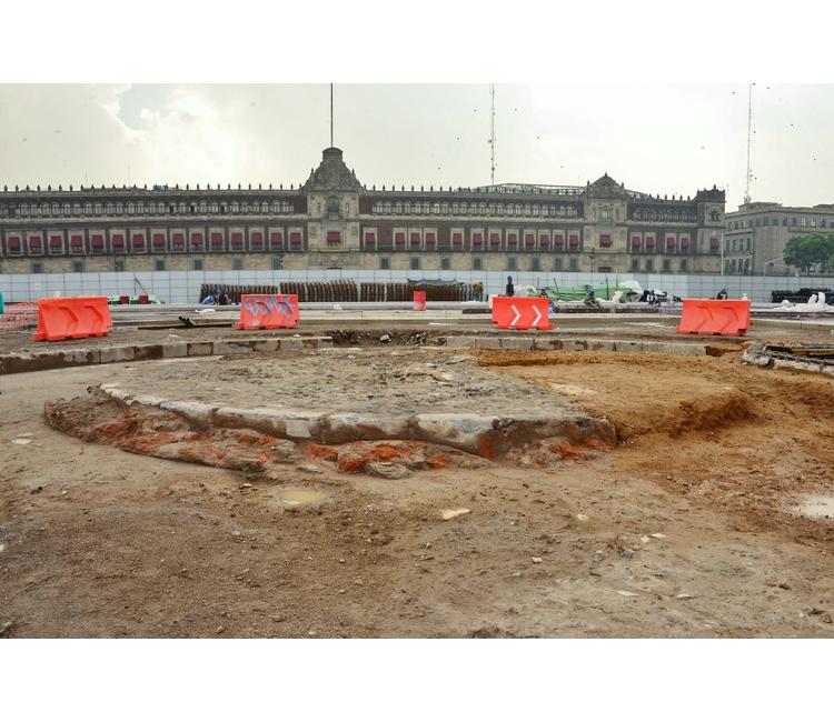 Arqueólogos del INAH descubren el Zócalo de 1843