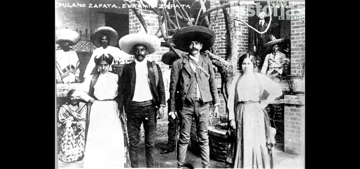 Postal: los hermanos Emiliano y Eufemio Zapata junto a sus esposas